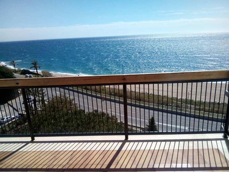 Apartamento Sant Pol de Mar primera línea de mar alto standing, vacation rental in Sant Pol de Mar
