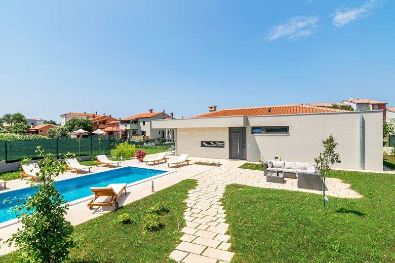New modern Villa near see, holiday rental in Valbandon