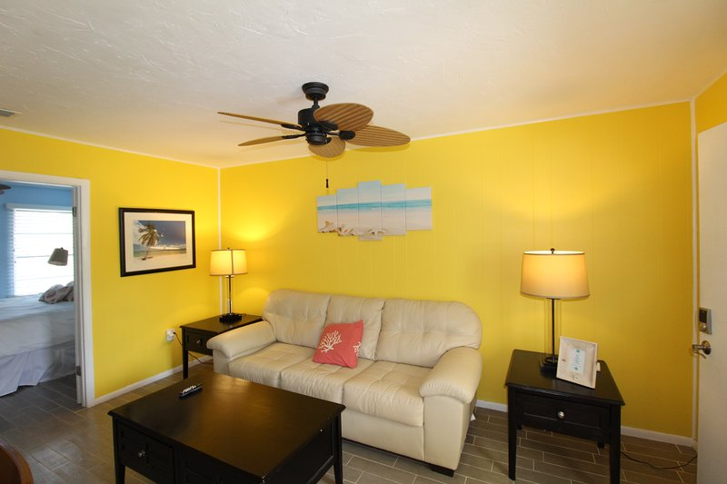 Siesta Key, Heated pool, Gulf and Bay, Cute Siesta Key Condo, Gated, vacation rental in Siesta Key