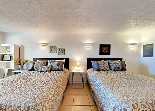 SB125: Efficiency Condo in Town, Near Beach, Shared Pool & Hot Tub, location de vacances à Port Aransas