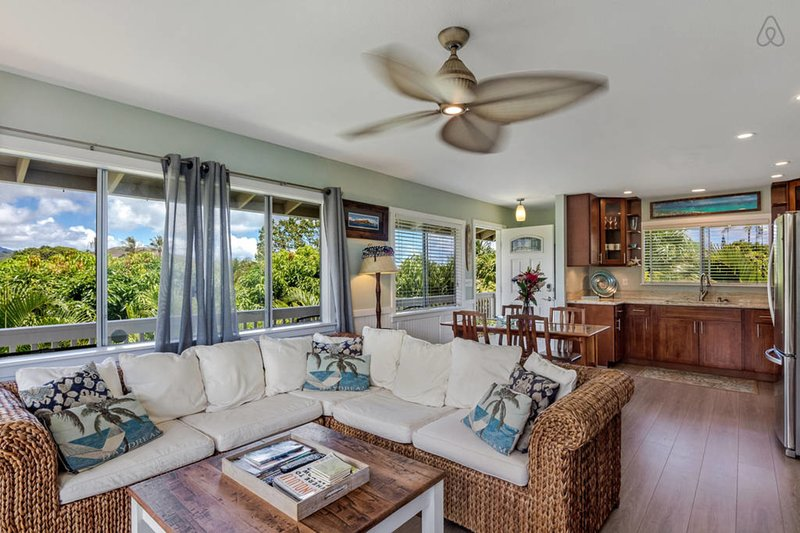 Come Relax In This Hawaiian Style 2 Bedroom Ohana With Ac Free Parking