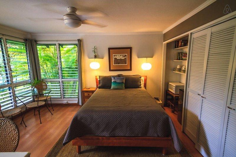 grande camera da letto tropicale con ingresso indipendente