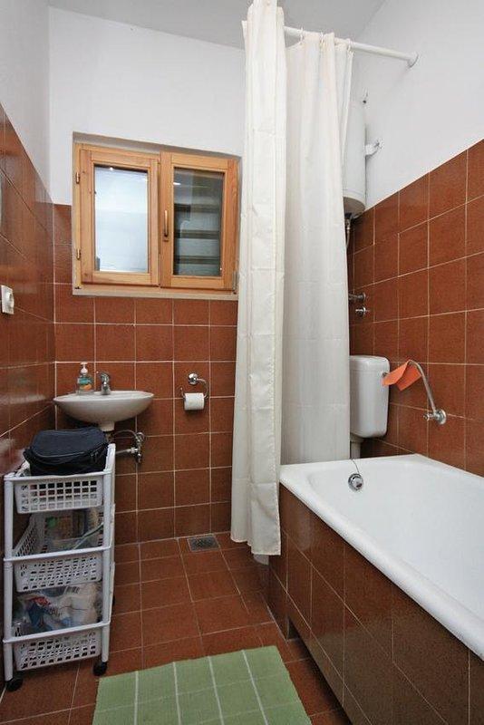 Bathroom 2, Surface: 4 m²