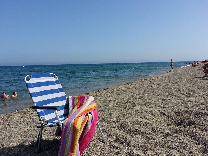 La nostra spiaggia, osservare la struttura del luogo da godendo il mare, la sabbia molto pulito.