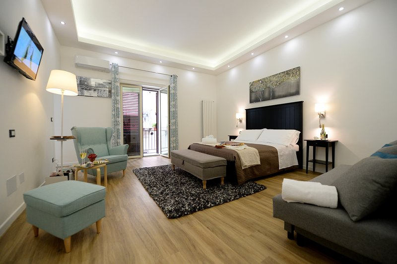 Bedroom with TV and air conditioning and sofabed