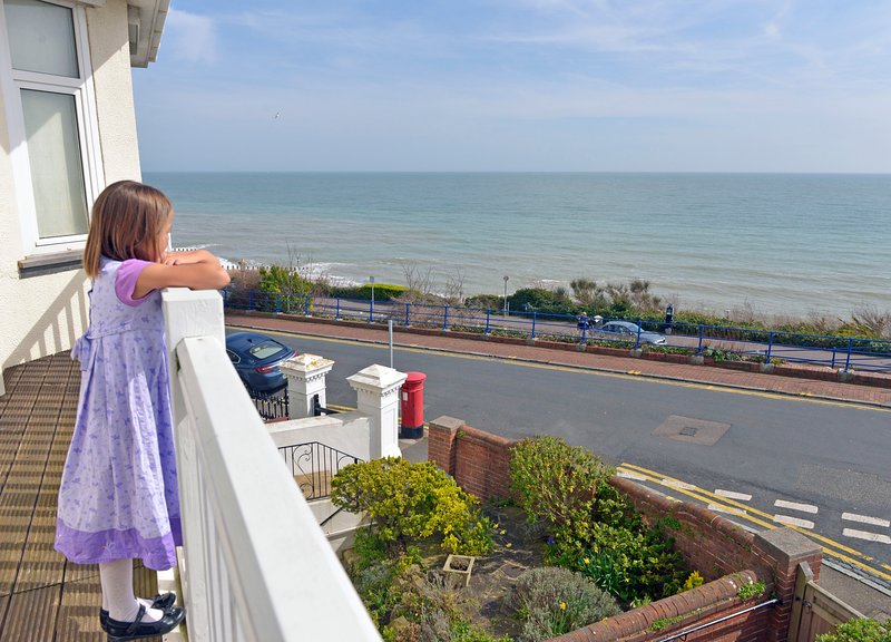 Sea Dreams Seafront Apt With Stunnings Views from Lounge and Balcony For 4, vacation rental in East Dean