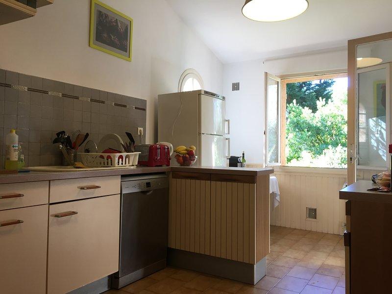 Dishwasher & fridge-freezer