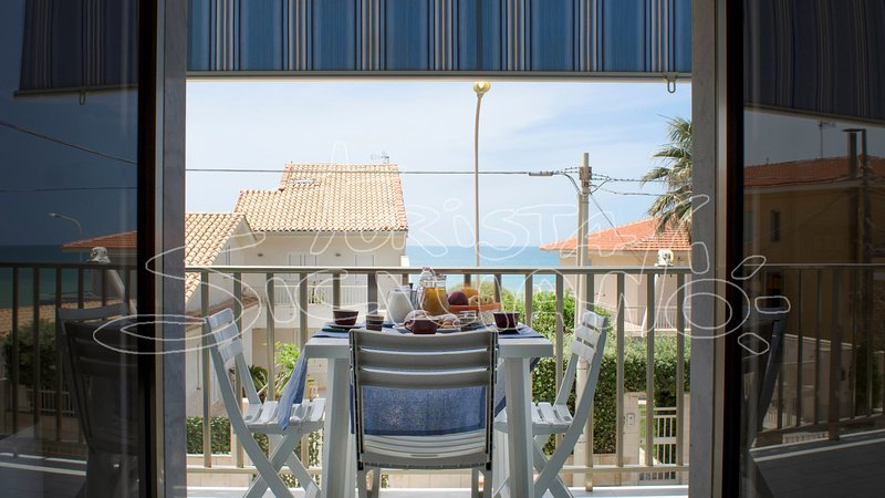 Balcony with sea view 13