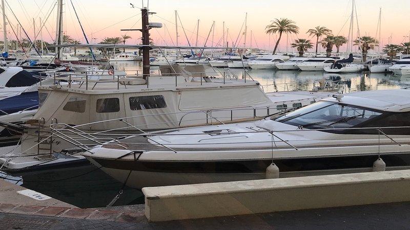 Luxury Waterfront Apartment, Puerto Marina, Benalmadena., alquiler de vacaciones en Benalmádena