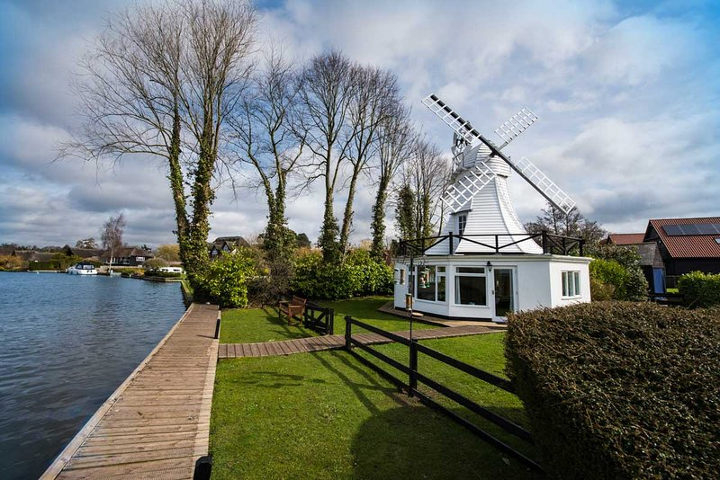 The Windmill - Traditional Norfolk Broads waterside property - Sleeps 4, vacation rental in Norwich