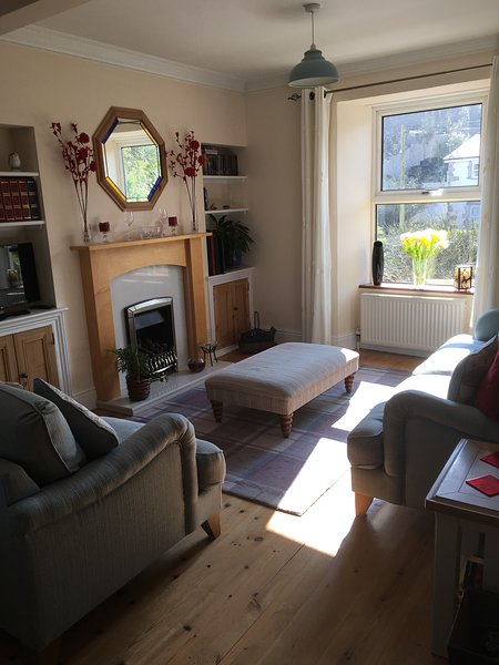 Lovely sunny, south facing property with a through lounge/dining area