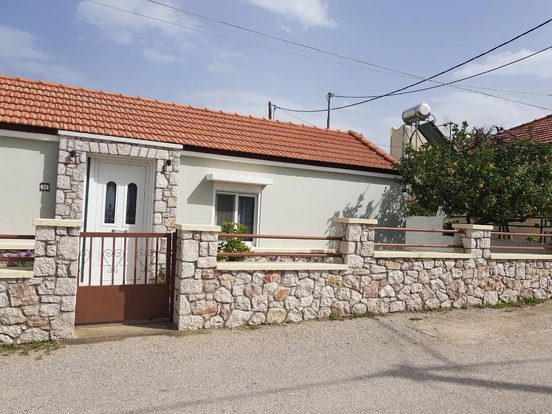 A gest house with 2 independent appartments,very close to the townand the beach of Ialysos.
