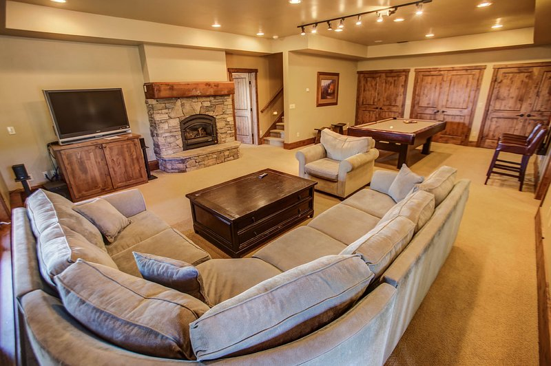 Council 130 - Family room with fireplace and TV