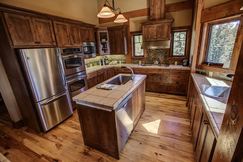Council 130 - Fully equipped kitchen