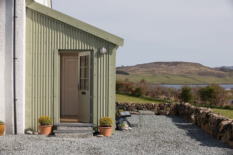 The Spoons Luxury Self Catering Escape, holiday rental in Treaslane