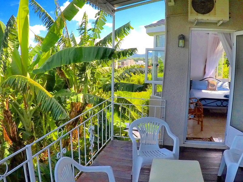 surf House Villa d'Or Mauritius (Manawa apartment), holiday rental in Riviere Noire District