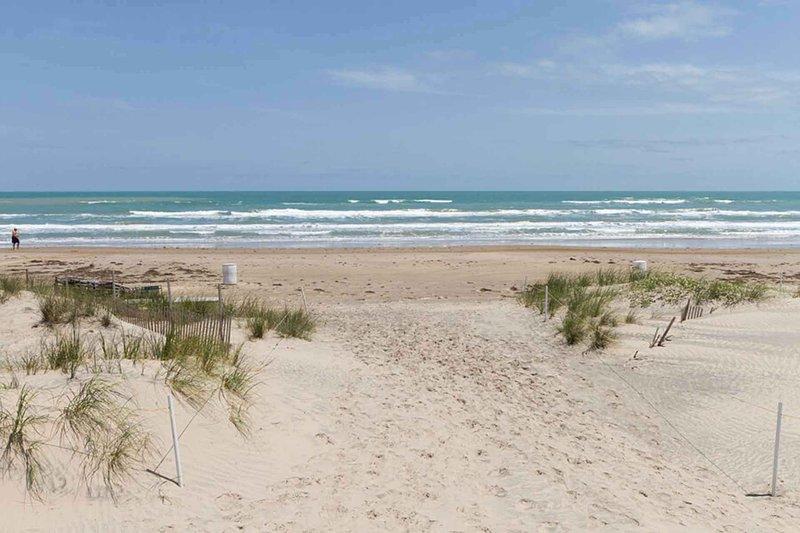 La playa está a solo un minuto y es fácilmente accesible.