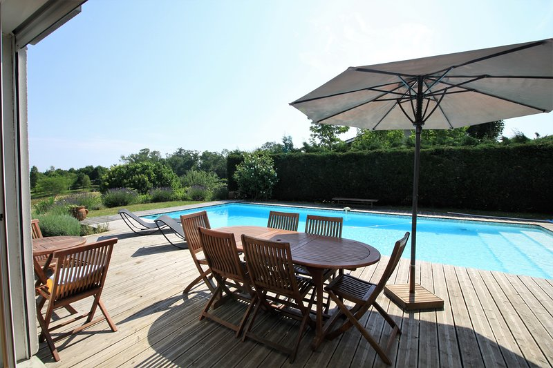 The terrace and pool