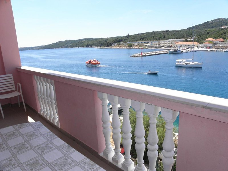 Svetka - 10m from the sea: A6(2+2) - Sali, holiday rental in Sali