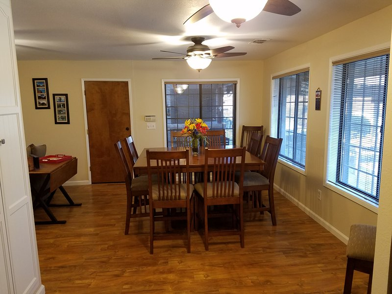 Country Two Bdrm Modern Apt Near Fresno, Kings Canyon and Sequoia National Parks, holiday rental in Clovis