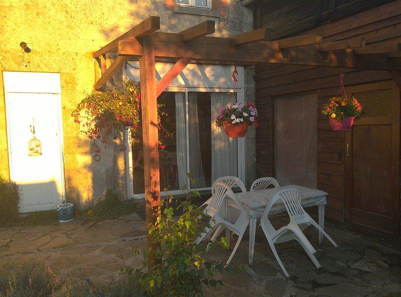 Peacefull house in tranquil village, location de vacances à Saint-Vaury
