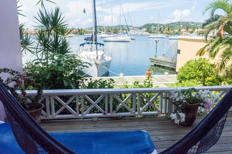 The Harbour, Villa #14a, 2-Bedroom Water-front with Pool, location de vacances à Gros Islet