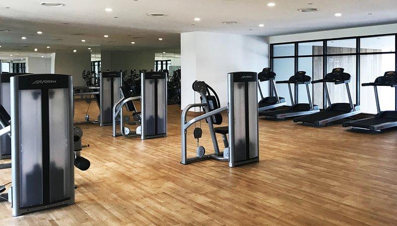 Sala de gimnasia amplio