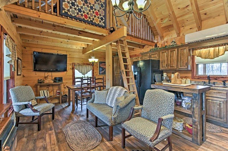 Esta cabaña de troncos para vacaciones está situada en 10 acres privados en Sevierville.