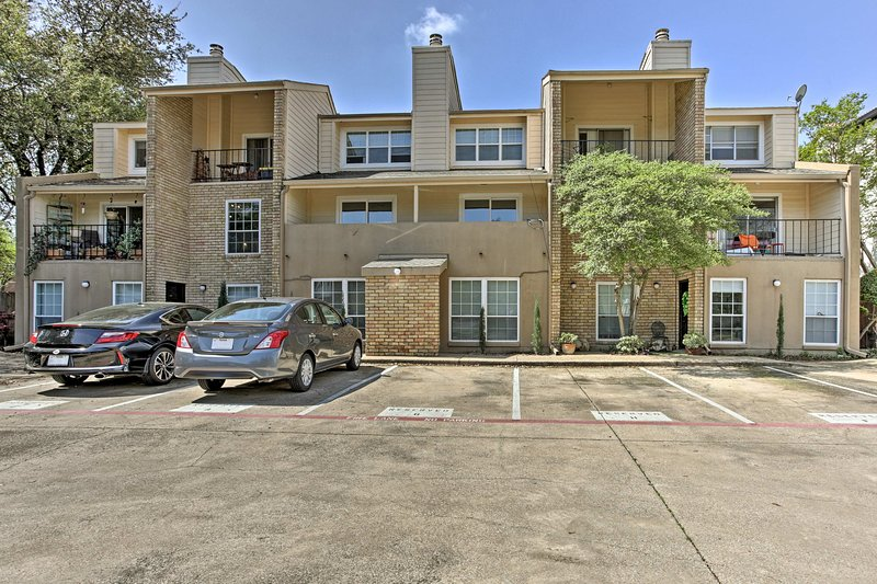 The property is located in the Almaden Condos and is just 7 minutes from Uptown!