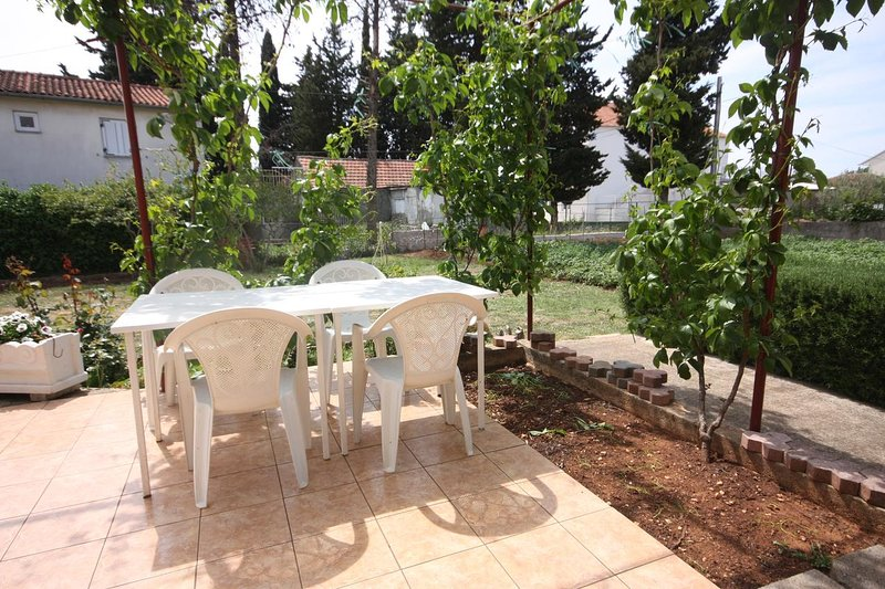 Turanj Apartment Sleeps 2 - 5465510, holiday rental in Turanj