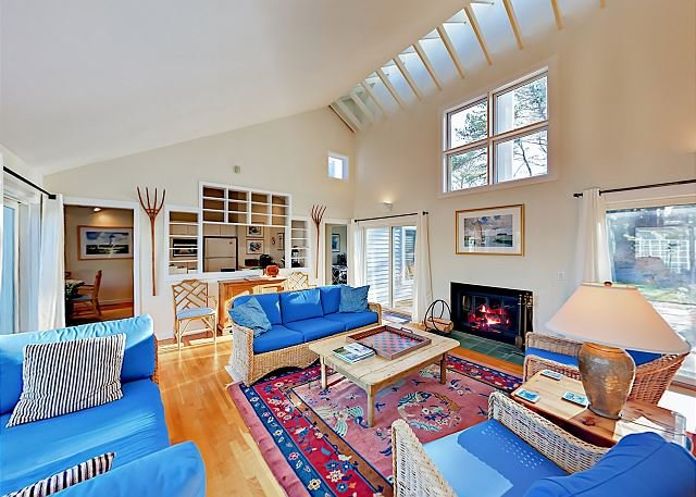 Promontory Point Village All-Suite Courtyard Villa w/ Pool - Walk to Beach, holiday rental in Mashpee