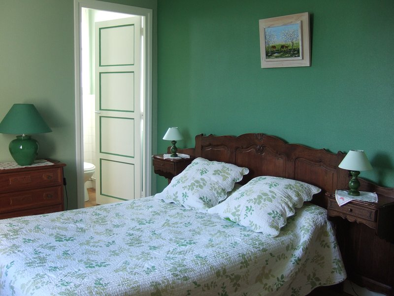 CHAMBRES D'HOTES CLEVACANCES  INDEPENDANTES A 5 KMS DE CABOURG, holiday rental in Troarn