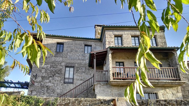 A charming country house close to the coast with pool and views to the mountais., vacation rental in Ricovanca