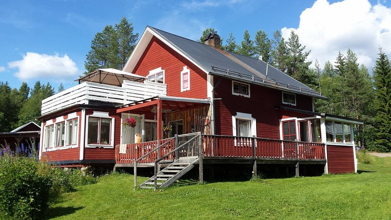 Rustic holiday apartment decorated with a wildlife theme plus outdoor activities, vacation rental in Jämtland and Härjedalen