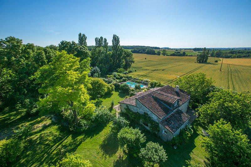 Saint-Martin-Lacaussade Villa Sleeps 6 with Pool Air Con and WiFi - 5604555, vakantiewoning in Montagnac-sur-Lede