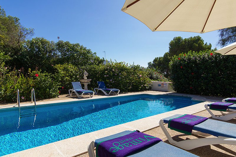 Binibequer Vell Villa Sleeps 6 with Pool Air Con and WiFi - 5604707, holiday rental in Biniancolla