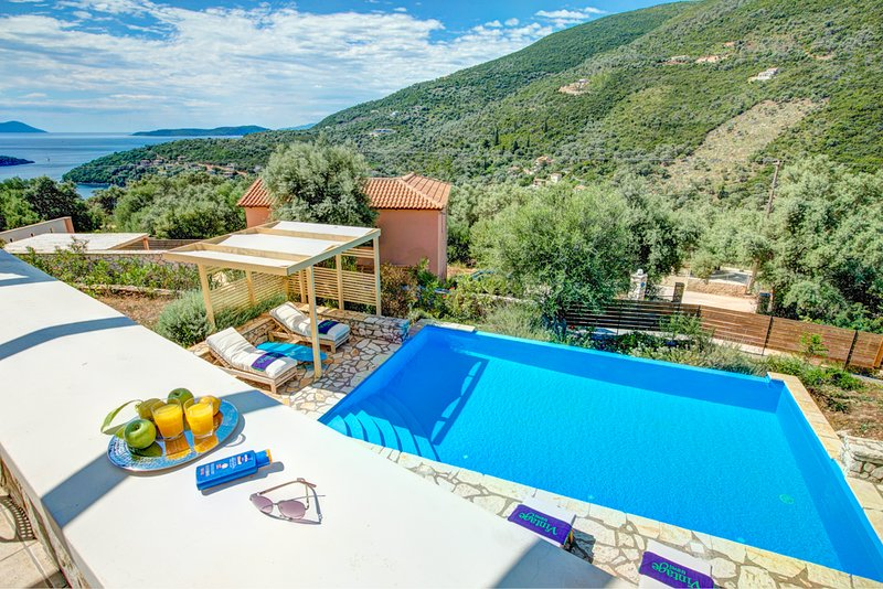 Syvota Villa Sleeps 6 with Pool Air Con and WiFi - 5604923, holiday rental in Fterno