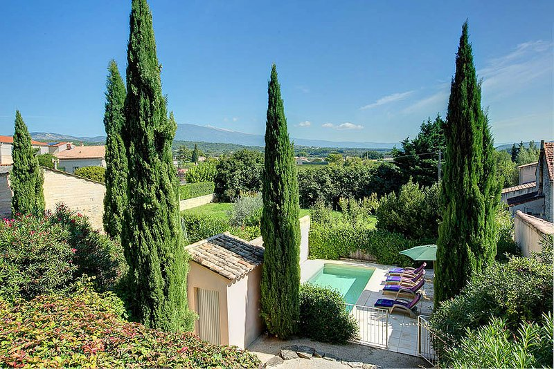 Caromb Villa Sleeps 4 with Pool and WiFi - 5604798, holiday rental in Saint-Hippolyte-le-Graveyron