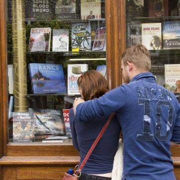 P y G Wells es librería independiente de Winchester, fundada en la década de 1700