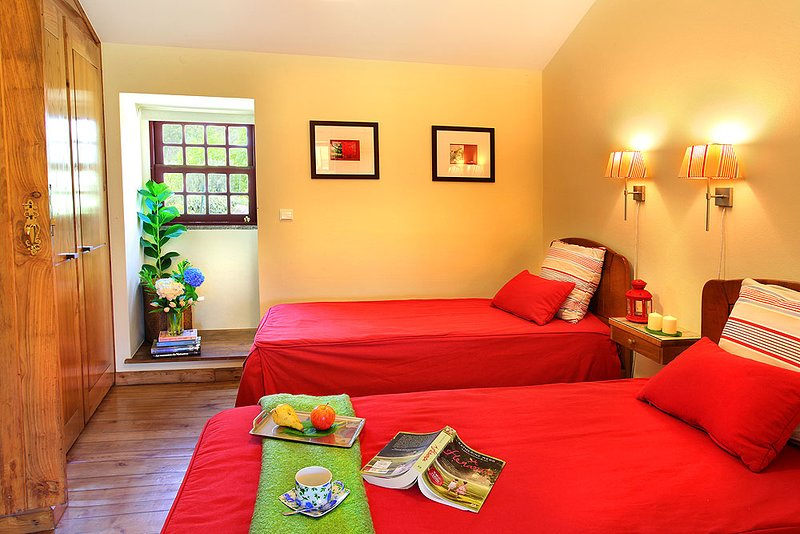 Gondufe Villa Sleeps 7 with Pool Air Con and WiFi - 5604763, Ferienwohnung in Pico