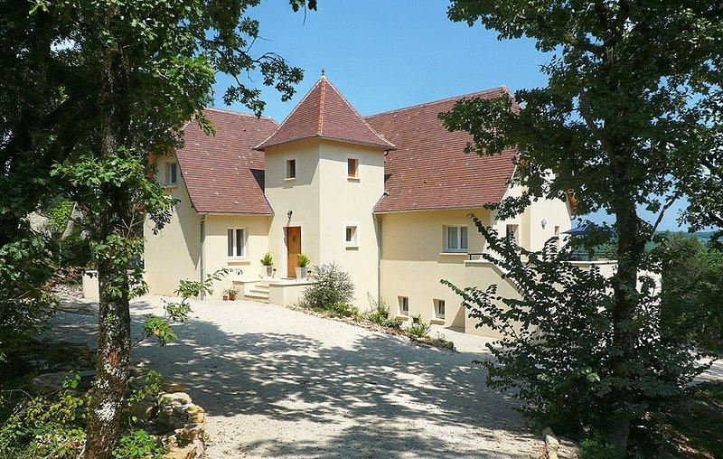 Louchapt Villa Sleeps 10 with Pool and WiFi - 5604567, holiday rental in Baladou