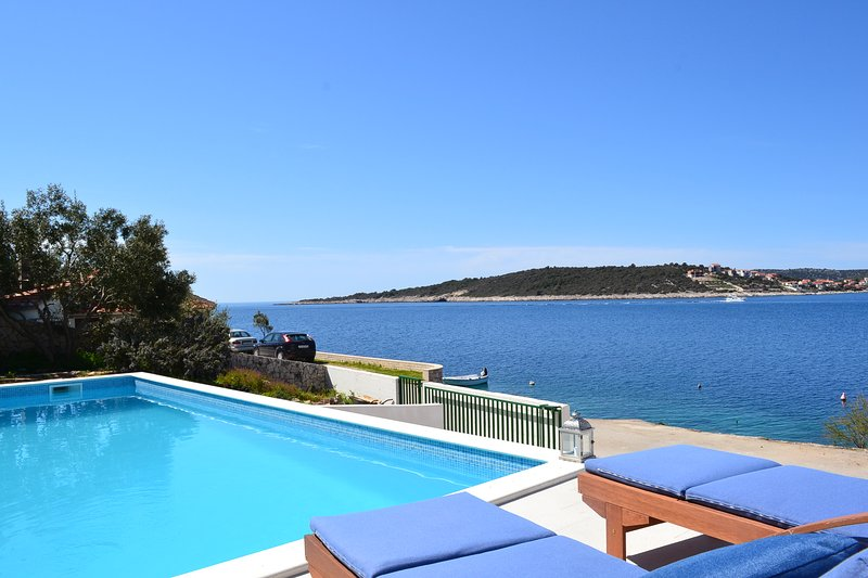 sea view pool area