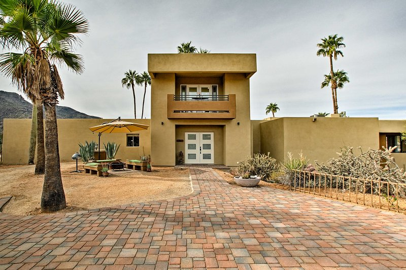 Experience the majesty of the southwest at this 1-bedroom, 1-bath casita.