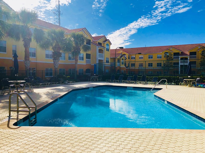 Beach Way Vacation Getaway Condo Minutes From The Beach!, holiday rental in Seminole