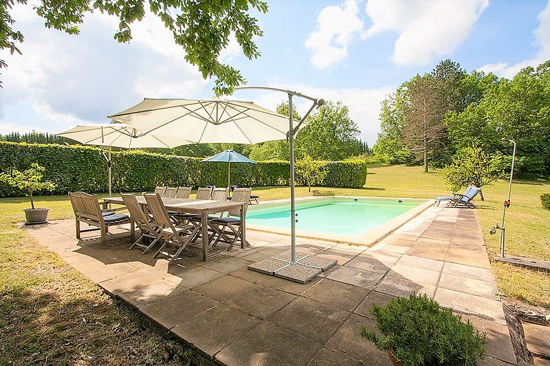 SUPERIOR STONE PROPERTY+HUGE PRIVATE POOL+ 1 HA OF GARDEN +PLAYGROUND+WIFI, location de vacances à Saint-Chamassy