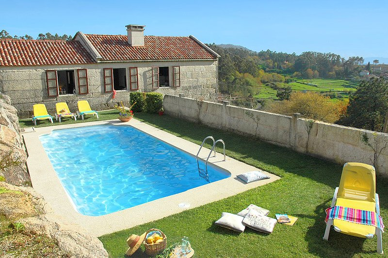 Morgadans Villa Sleeps 4 with Pool and WiFi - 5604607, aluguéis de temporada em Salceda de Caselas