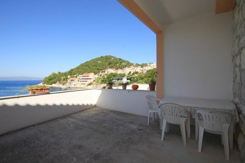 Lastovo Apartment Sleeps 4 with Air Con - 5468254, alquiler de vacaciones en Lastovo