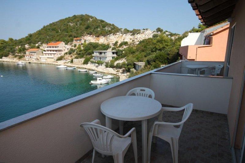 Lastovo Apartment Sleeps 4 with Air Con - 5468258, casa vacanza a Zaklopatica