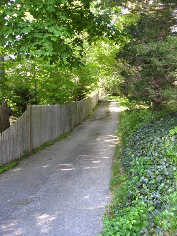 Private path and driveway to the 'Boatouse' Cottage.