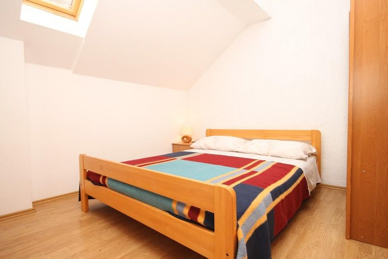 Bedroom 2, Surface: 9 m²